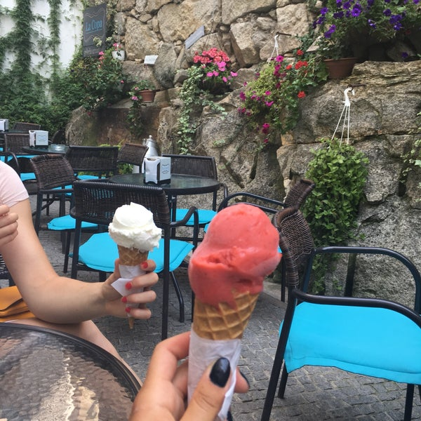 We have a chill time with delicious ice cream, beauty place