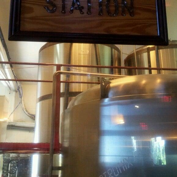 5/27/2013에 Flora S.님이 Outer Banks Brewing Station에서 찍은 사진