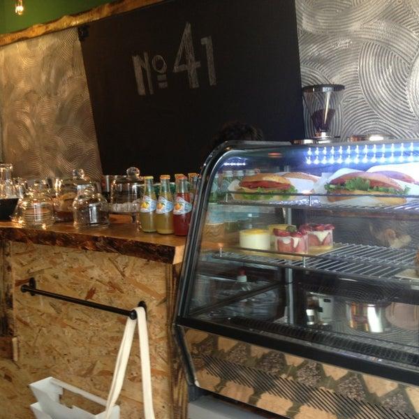 Foto tirada no(a) Deal Coffee Ekspress por Kamil Ö. em 4/11/2014