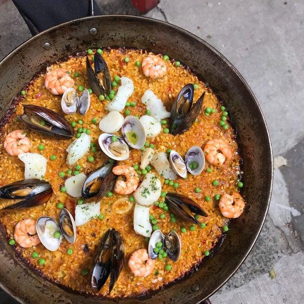 Снимок сделан в Socarrat Paella Bar - Nolita пользователем Lori L. 9/4/2018