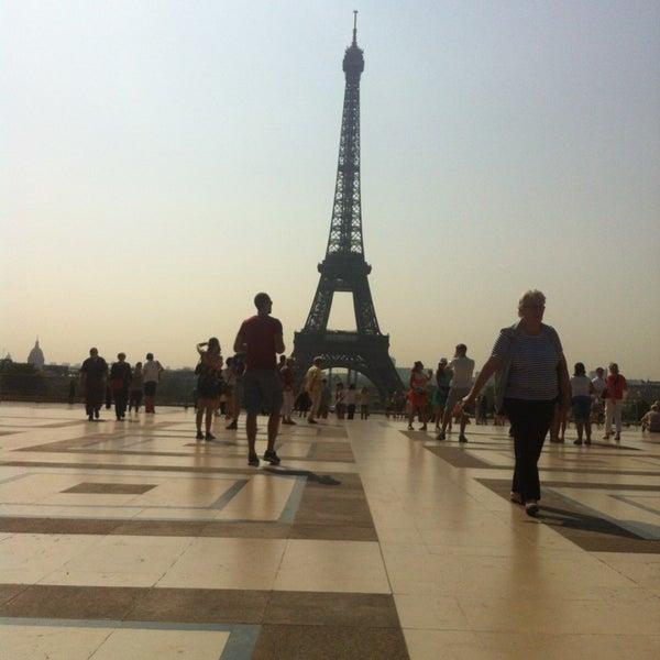 Photo prise au Place du Trocadéro par Karen F. le7/11/2013