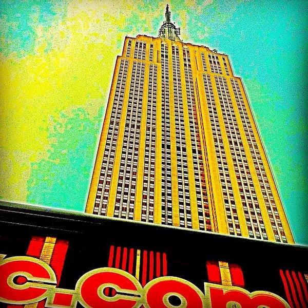 Foto diambil di VU Bar NYC oleh Bryan B. pada 6/29/2013