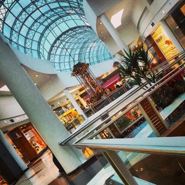 Foto tirada no(a) Shopping Crystal por Juliano B. em 12/22/2012
