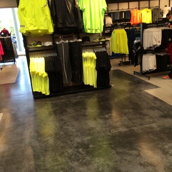 Espectacular Pisoteando Pocos  Nike Factory Store - Tienda de artículos deportivos en Montigalà