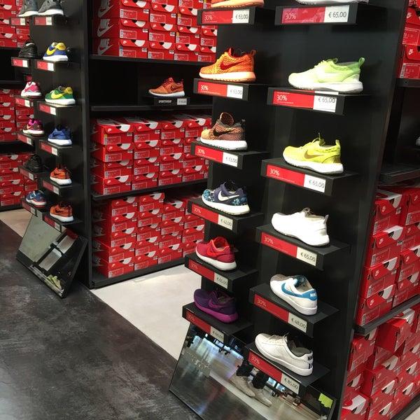diseño encantador estilo clásico gran colección Nike Factory Store - Sporting Goods Shop in Montigalà
