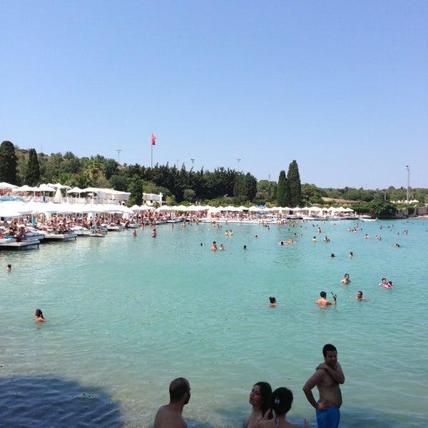 รูปภาพถ่ายที่ Babylon Çeşme โดย Fatih K. เมื่อ 7/7/2013
