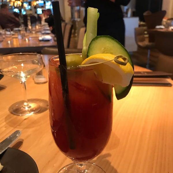 Снимок сделан в SOUTHGATE Bar & Restaurant пользователем Liz K. 3/9/2019