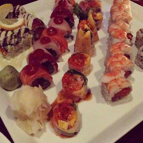Photo prise au HaChi Restaurant & Lounge par Caitlyn W. le3/27/2013