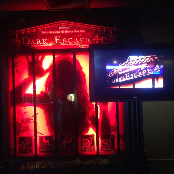 9/26/2014 tarihinde Fantasyland Oyun Merkezi & Coffeeziyaretçi tarafından Fantasyland Oyun Merkezi & Coffee'de çekilen fotoğraf