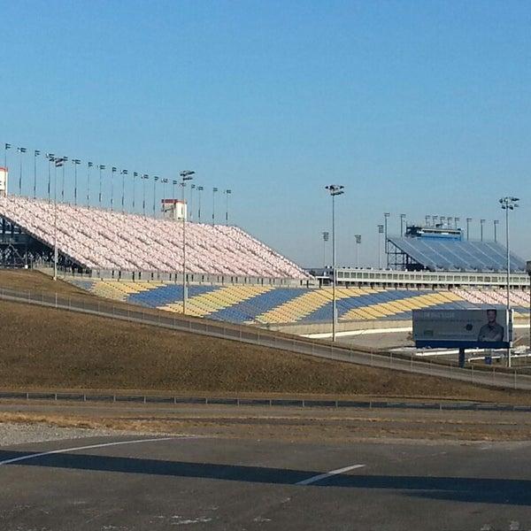 2/17/2013にfeather in the wind E.がKentucky Speedwayで撮った写真