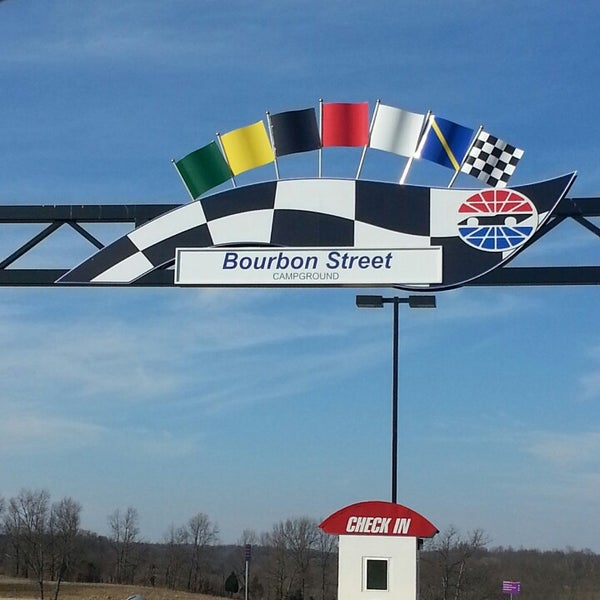 2/18/2013にfeather in the wind E.がKentucky Speedwayで撮った写真