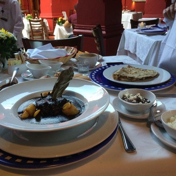 Foto tirada no(a) Catedral Restaurante & Bar por Ivonne G. em 5/8/2015
