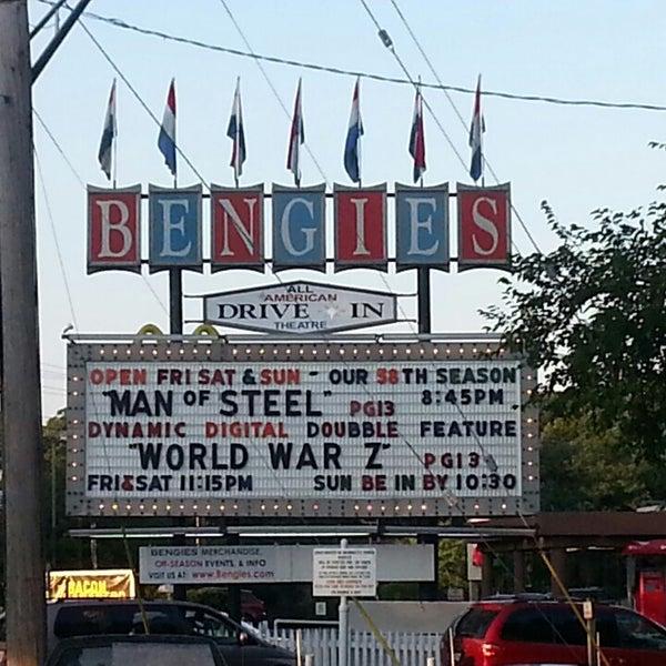 Снимок сделан в Bengies Drive-in Theatre пользователем Mercedes S. 6/22/2013