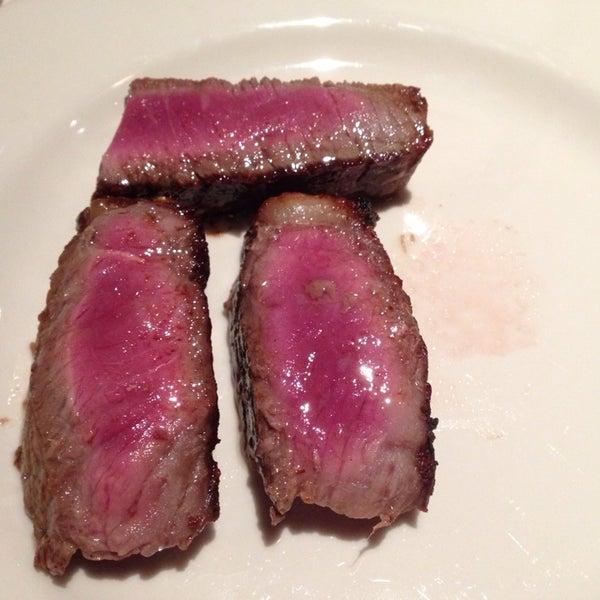 5/4/2014에 Oliver S.님이 Angus Club Steakhouse에서 찍은 사진