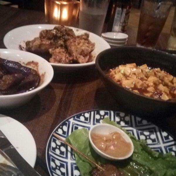 Foto scattata a Koi Fine Asian Cuisine & Lounge da BTRIPP il 8/15/2019