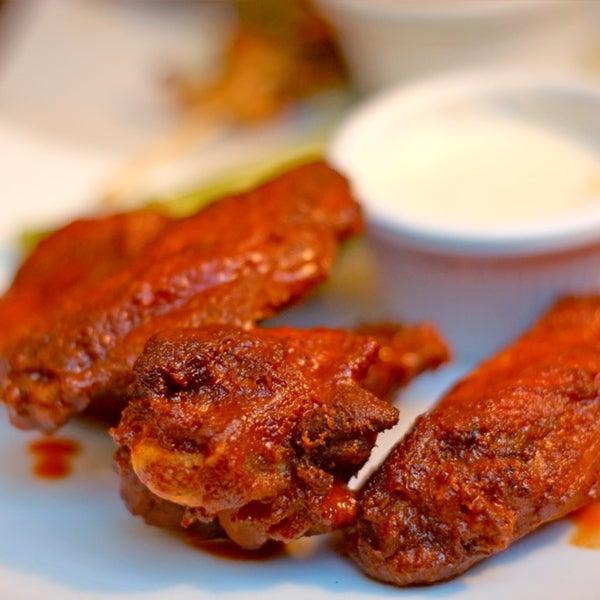 Foto diambil di The Sixth Ward oleh NYCRestaurant .. pada 6/1/2013