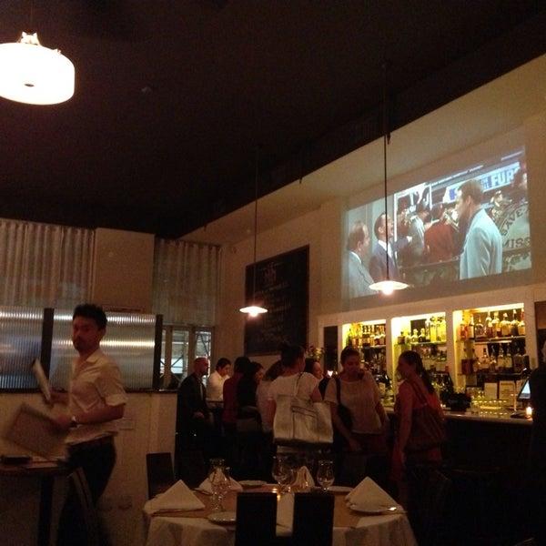 Снимок сделан в Le Midi Bar & Restaurant пользователем Qi S. 9/12/2013