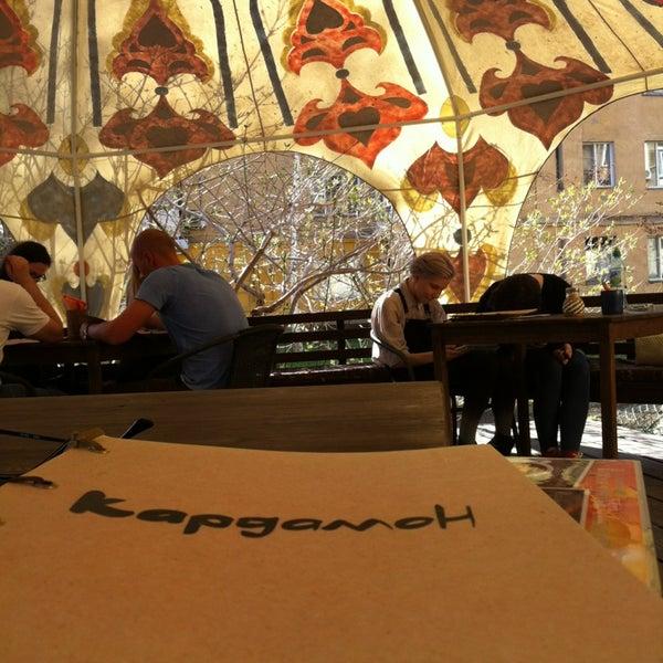 Снимок сделан в Кофейня «Кардамон» и лавка «Коллекция Пустяков» пользователем Dmitry L. 5/2/2014