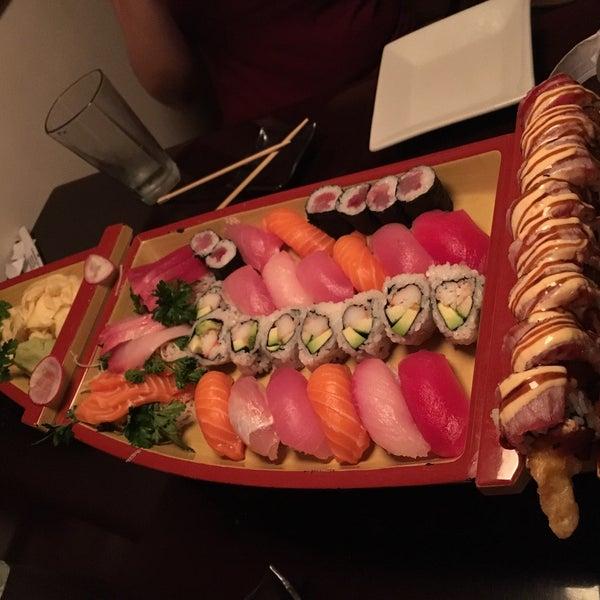 Das Foto wurde bei Mura Japanese Restaurant von Mahdi S. am 8/28/2016 aufgenommen