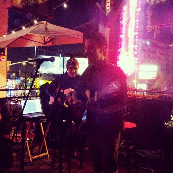 11/12/2013 tarihinde Deborah K.ziyaretçi tarafından Pearl's Liquor Bar'de çekilen fotoğraf
