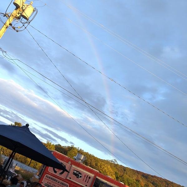 รูปภาพถ่ายที่ Fishkill Farms โดย Joshua A. เมื่อ 10/12/2019