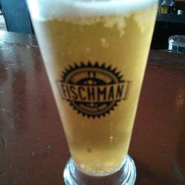 6/16/2013 tarihinde Jaime G.ziyaretçi tarafından Fischman Liquors & Tavern'de çekilen fotoğraf