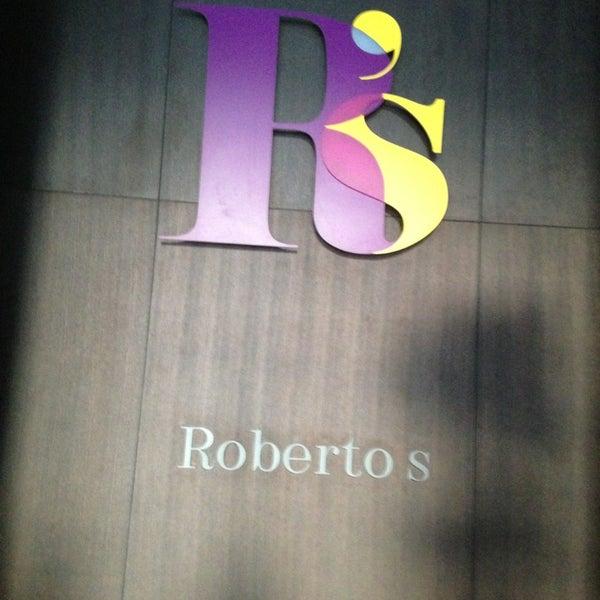รูปภาพถ่ายที่ Roberto's โดย KhuloodSM เมื่อ 1/19/2013