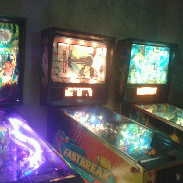 5/1/2013 tarihinde Carol B.ziyaretçi tarafından Rock 'n' Roll Burger'de çekilen fotoğraf