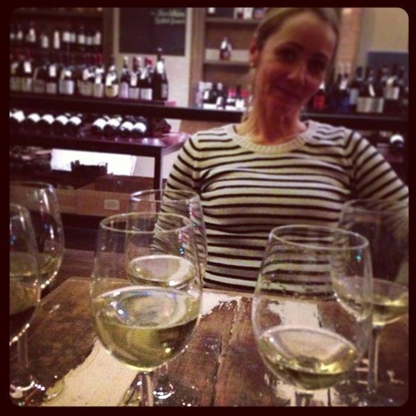 Foto tomada en Maslow 6 Wine Bar and Shop por Jesper S. el 4/1/2013