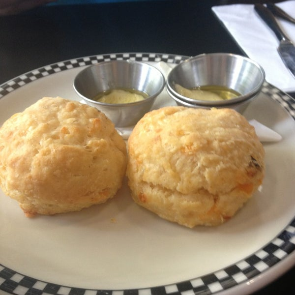 6/23/2013 tarihinde Angela H.ziyaretçi tarafından SCHOOL Restaurant'de çekilen fotoğraf