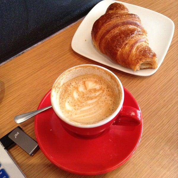 Foto tirada no(a) Ports Coffee & Tea Co. por Keke em 4/17/2013