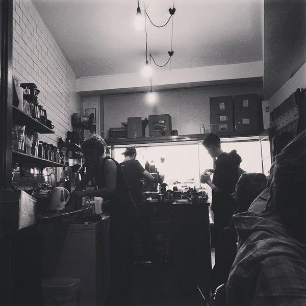 รูปภาพถ่ายที่ Anonymous Café โดย Eric A. เมื่อ 3/21/2015