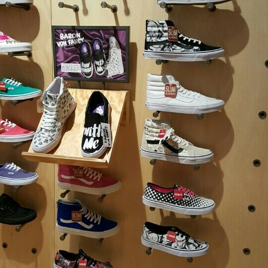 countryside mall vans