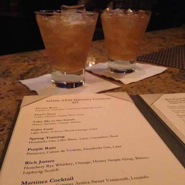 Foto tirada no(a) Nine-Ten Restaurant and Bar por David L. em 6/10/2014