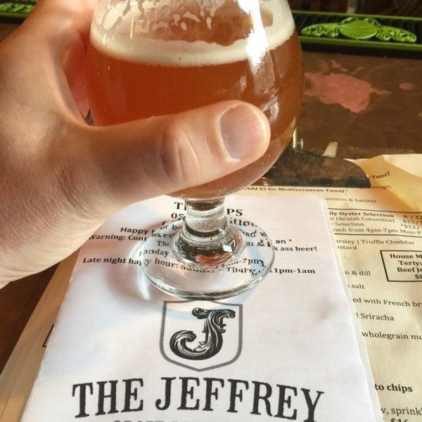 Foto tomada en The Jeffrey Craft Beer & Bites por James T. el 5/22/2015