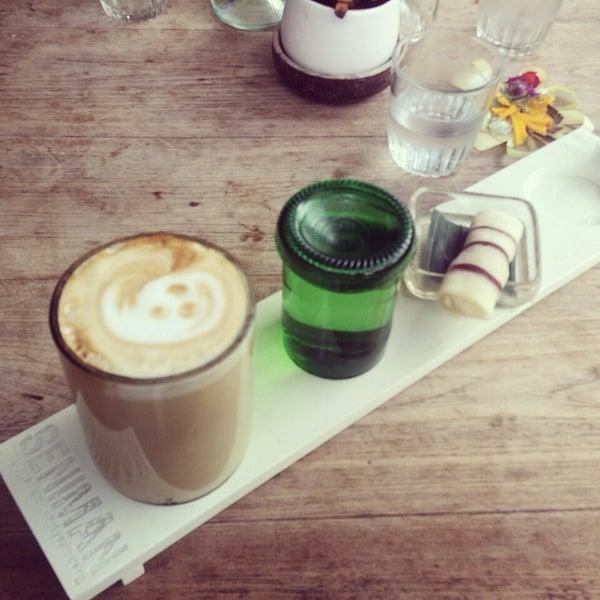 3/31/2013 tarihinde Ray A.ziyaretçi tarafından Seniman Coffee Studio'de çekilen fotoğraf