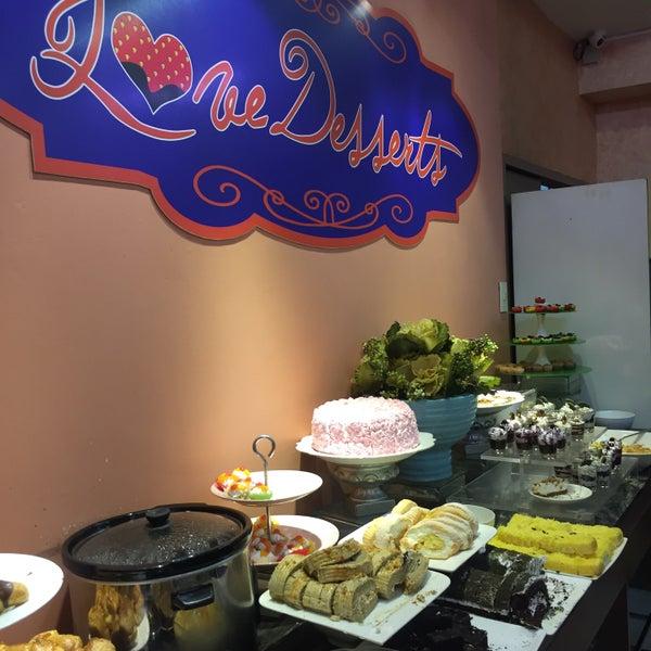 Снимок сделан в Love Desserts пользователем JM D. 3/1/2016