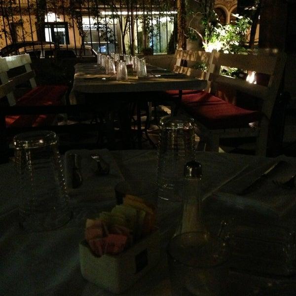 Foto scattata a Museo Evita Restaurant & Bar da Nelly M. il 2/11/2013