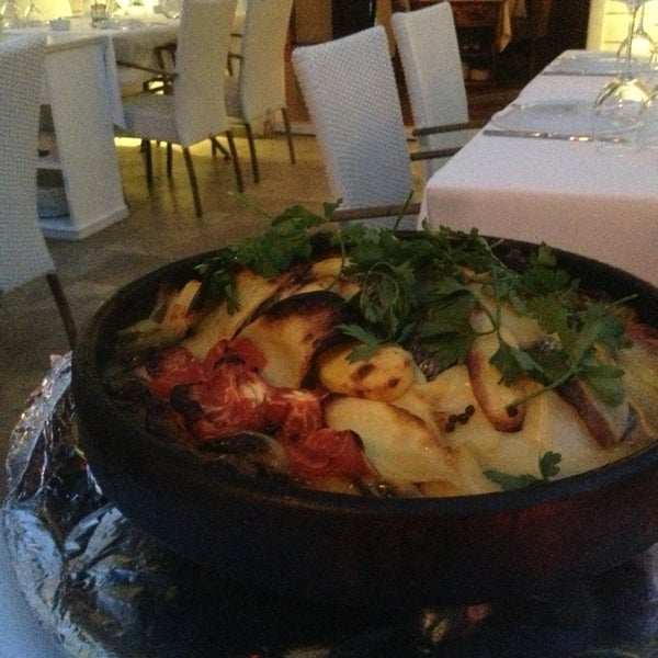Foto diambil di Yelken Restaurant oleh Shlomiko S. pada 6/17/2013
