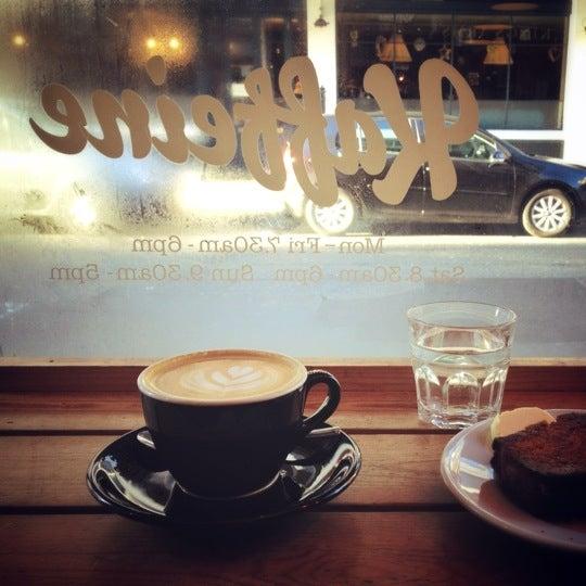 12/2/2012 tarihinde Matthew P.ziyaretçi tarafından Kaffeine'de çekilen fotoğraf