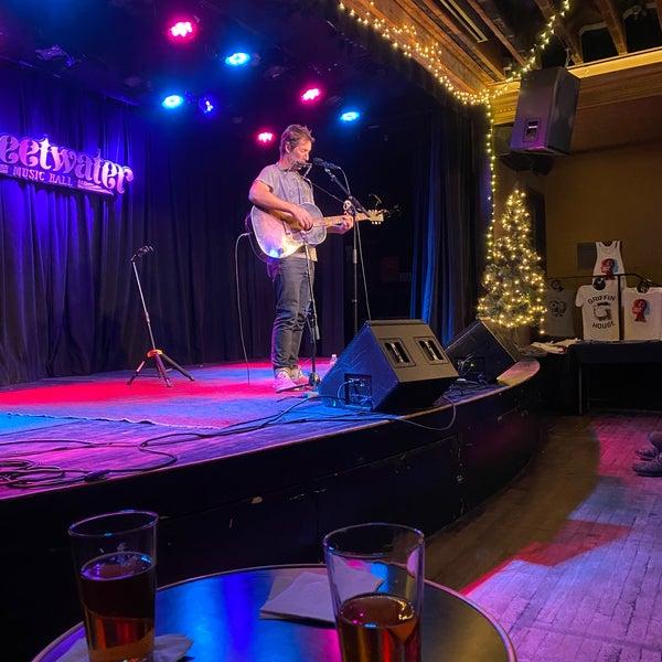 Foto tirada no(a) Sweetwater Music Hall por Joe H. em 12/8/2019