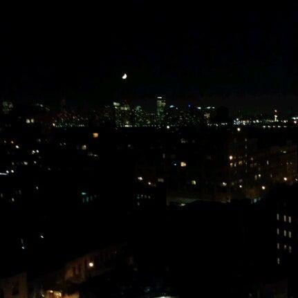 Das Foto wurde bei Plunge Rooftop Bar & Lounge von Aaron am 9/22/2012 aufgenommen