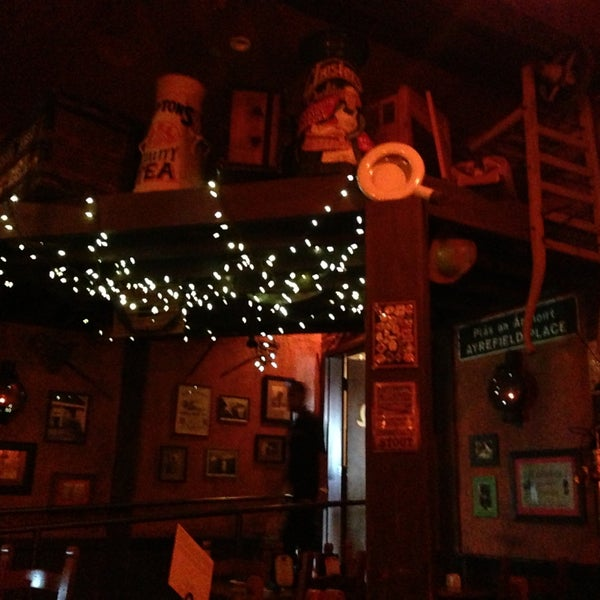 Foto scattata a McMullan's Irish Pub da Amber R. il 4/28/2013