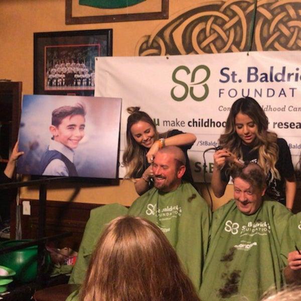 Foto scattata a McMullan's Irish Pub da Matt il 3/4/2018