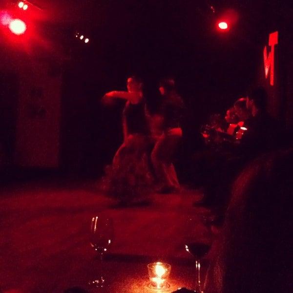 Снимок сделан в Las Tablas Tablao Flamenco пользователем Eun-Man Y. 1/27/2012