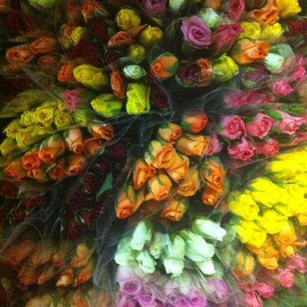 Цветы оптом авиагородок спб, ухаживать эустомой букете