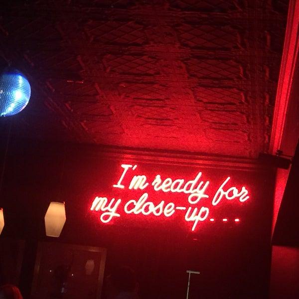Foto diambil di Pearl's Liquor Bar oleh Melanie M. pada 3/12/2016