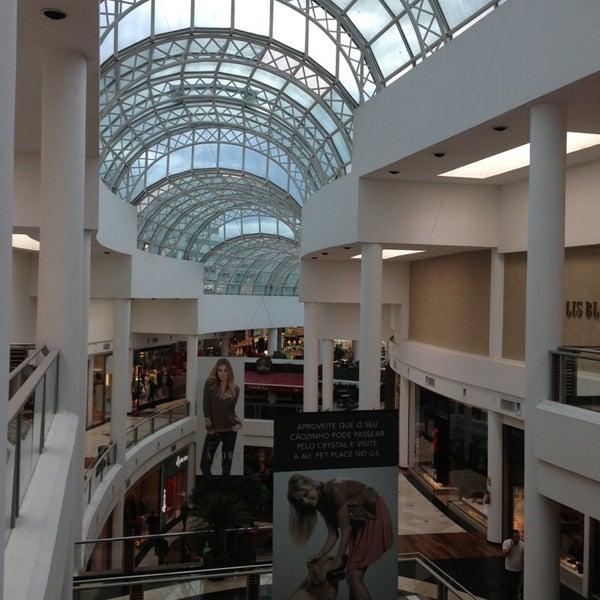 Foto diambil di Shopping Crystal oleh Roberto R. pada 5/16/2013