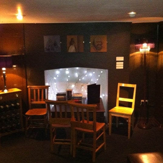 The Oval Lounge has a nice dining area in the basement. If it's crowded upstairs, they will serve in this area.