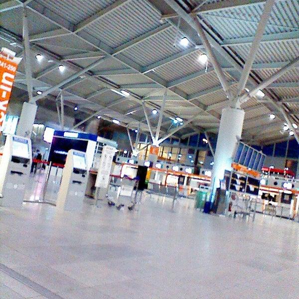5/31/2013에 😼 Kocour J.님이 바르샤바 쇼팽 공항 (WAW)에서 찍은 사진
